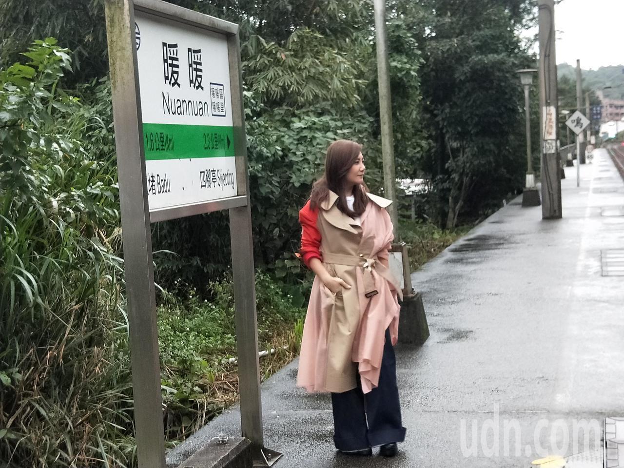梁靜茹重回13年前拍MV暖暖火車站。記者游明煌/攝影