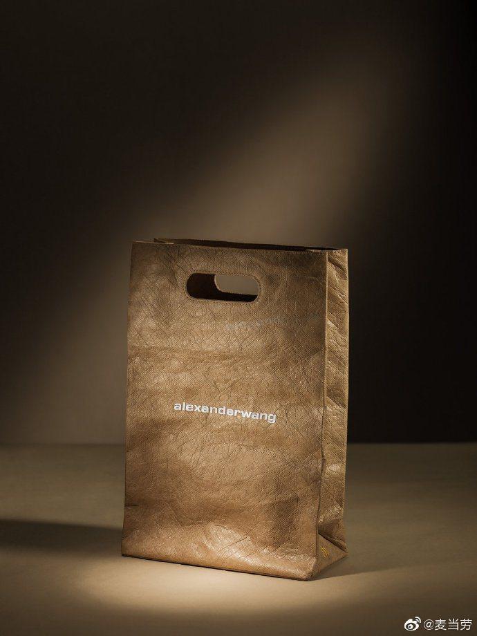 大陸麥當勞釋出超強的alexanderwang聯名系列,漢堡包是注目款。圖/取自...