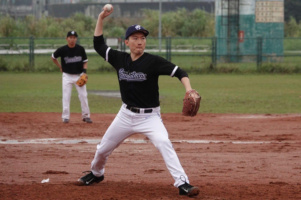 網羅洪一中擔任新球季總教練,蔡承儒表示:例行賽戰績都有進步,只是都差一口氣,希望...