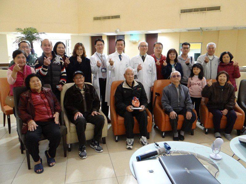 主動脈瓣狹窄日增,奇美醫療團隊邀請病友及家屬衛教。圖/奇美提供