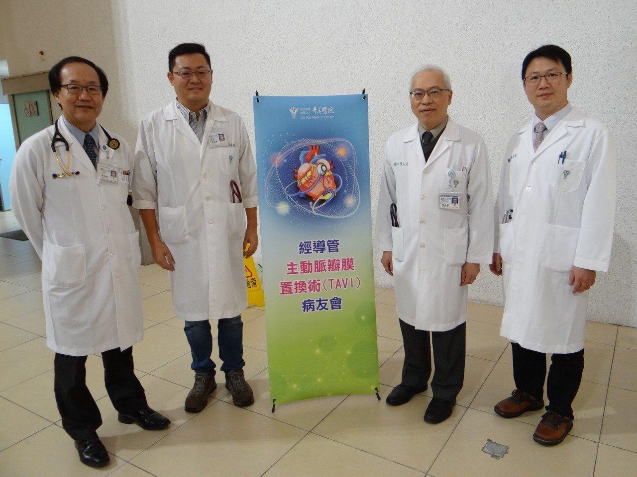 心臟血管外科主任鄭伯智(左起)、外傷科主任暨心臟血管外科主治醫師吳南鈞、心臟血管...
