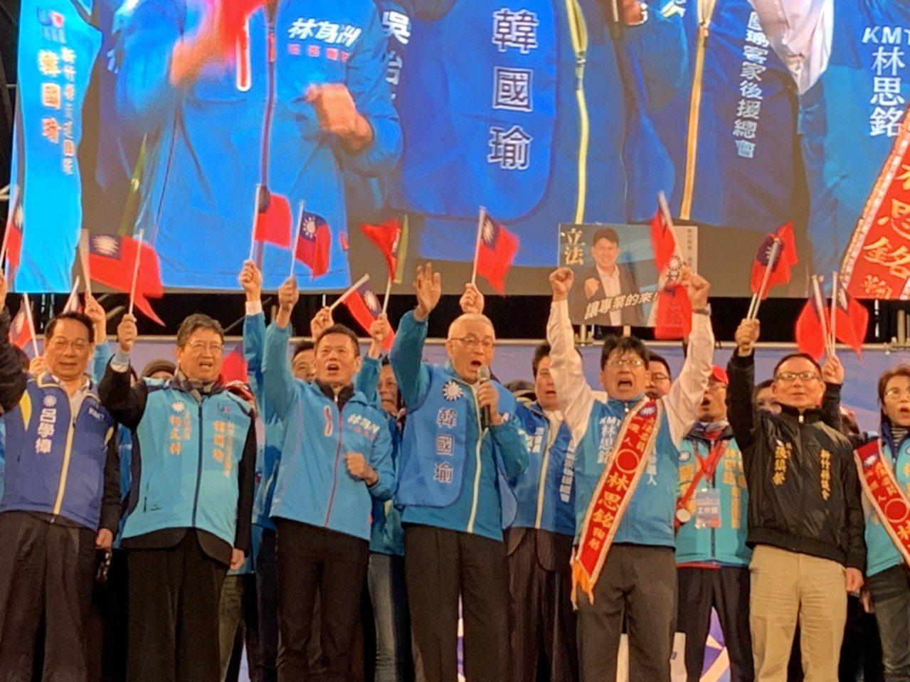 黨主席吳敦義也到場,他上台先猛批年金改革,也提到卡神楊蕙如一案。記者陳斯穎/攝影
