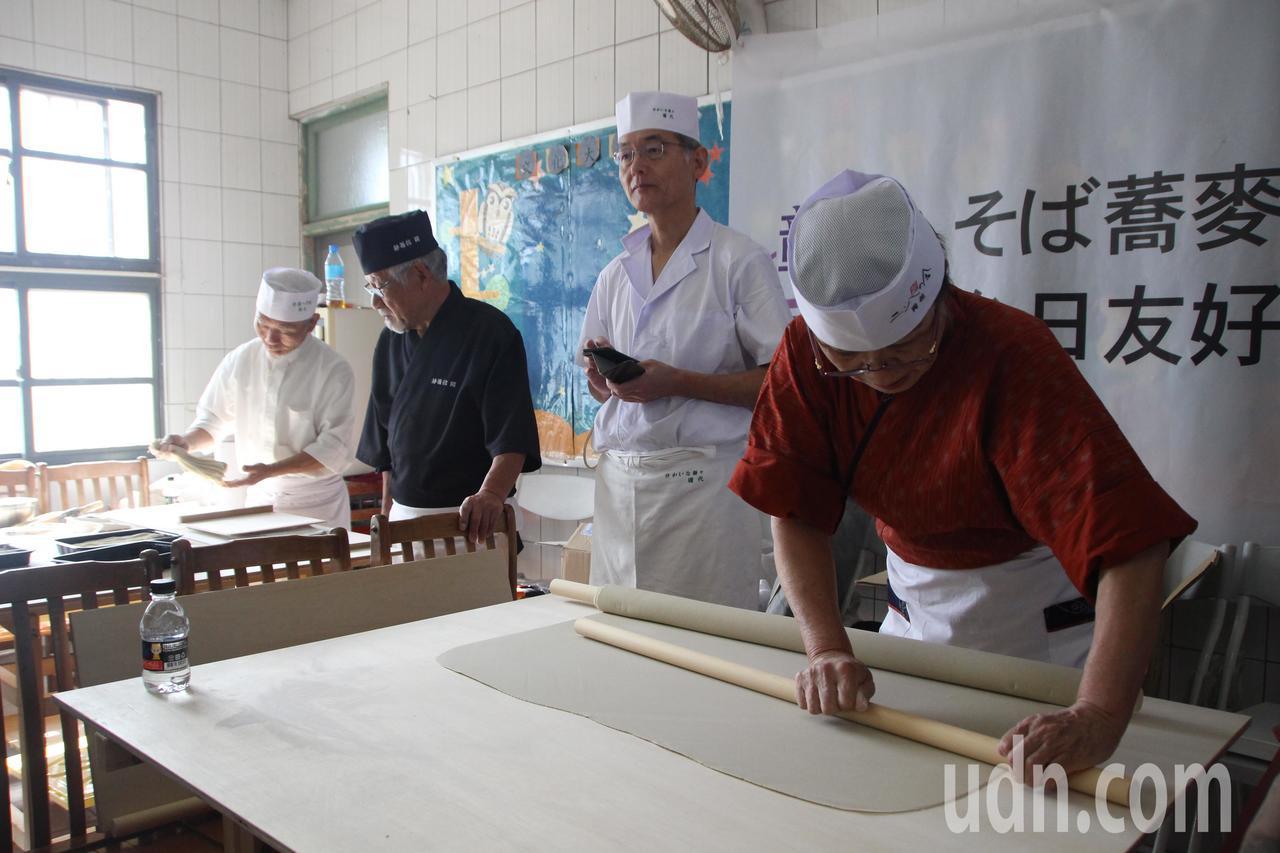 日本全麵協出動30人到台灣,推廣蕎麥麵文化。記者林敬家/攝影