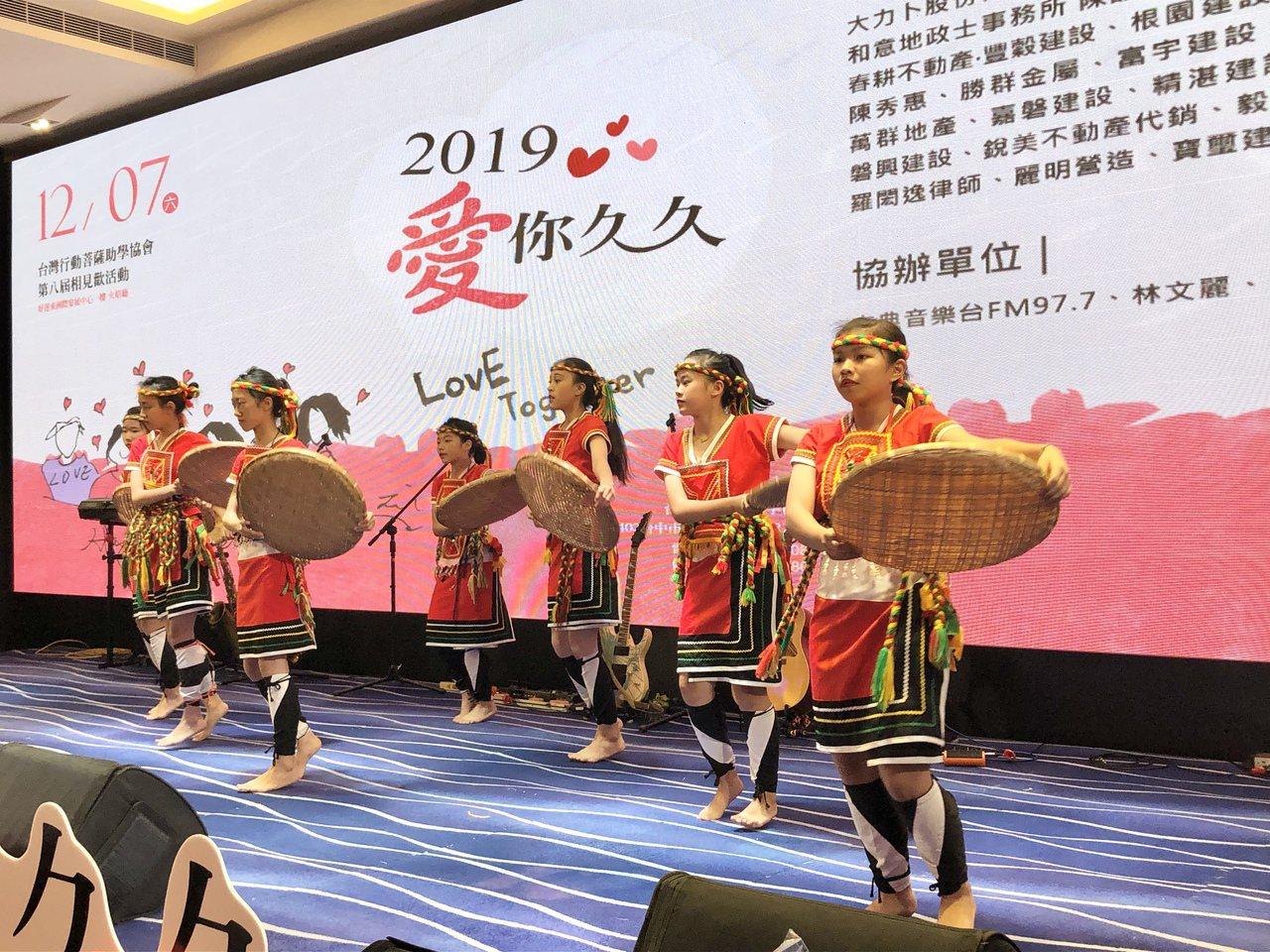 熱力四射的南投大成國中原住民舞蹈。 記者宋健生/攝影