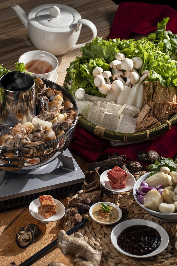 彩豐樓的廣式一品羊肉爐。圖/台南大員皇冠假日酒店提供