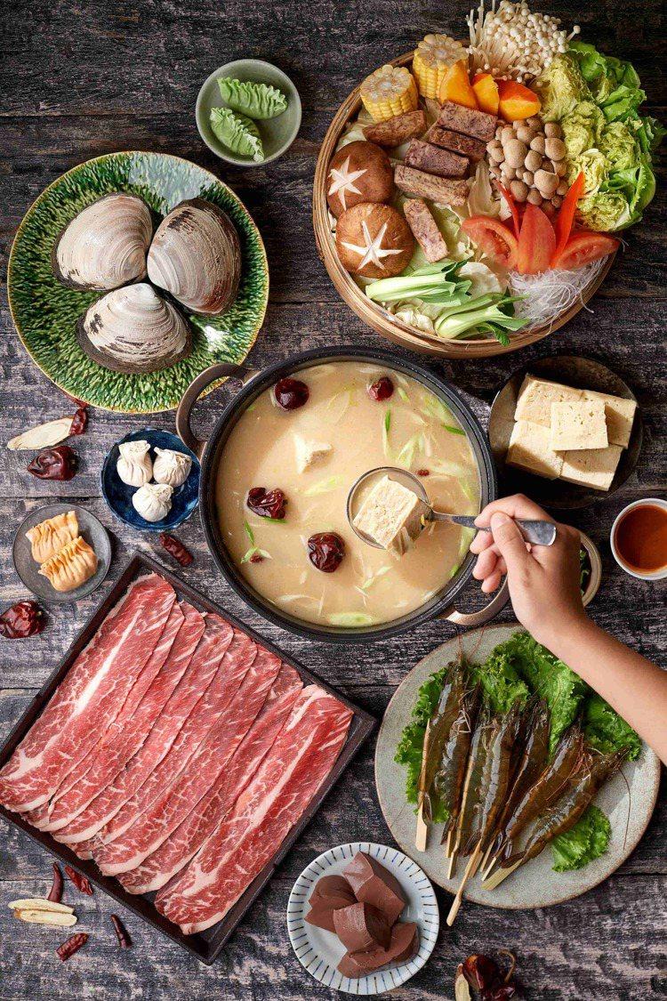 台北美福大飯店潮粵坊的清湯麻辣鍋。圖/台北美福大飯店提供