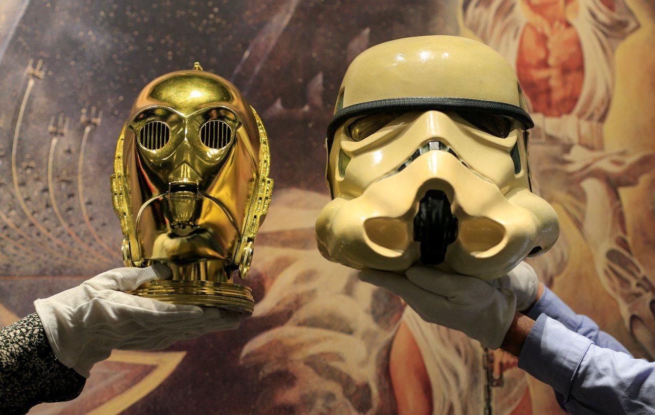 蘇富比搶搭星戰熱潮,在網路拍賣星際大戰古董周邊,價格從100至6萬英鎊不等。(路...