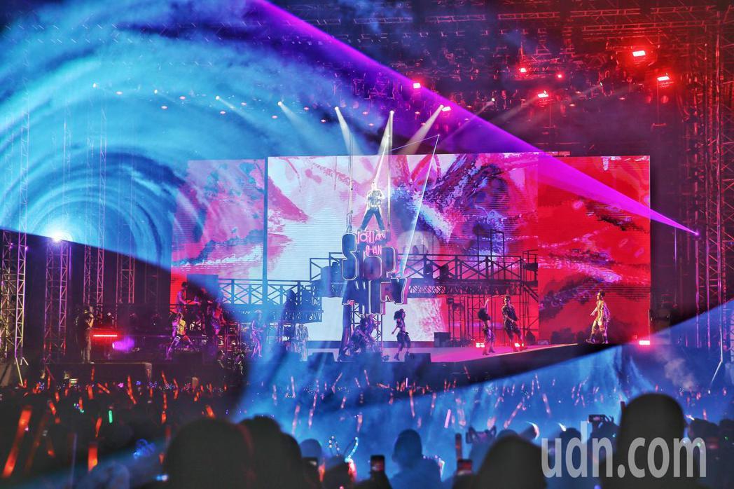 陳小春StopAngry演唱會於林口開唱,仍有許多民眾到場欣賞。記者曾原信/攝影