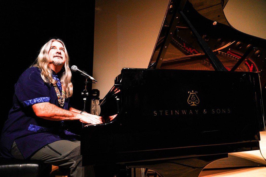 國際環保音樂家馬修連恩今晚於苗北藝文中心舉辦音樂會與簽名活動。圖/新視紀整合行銷...