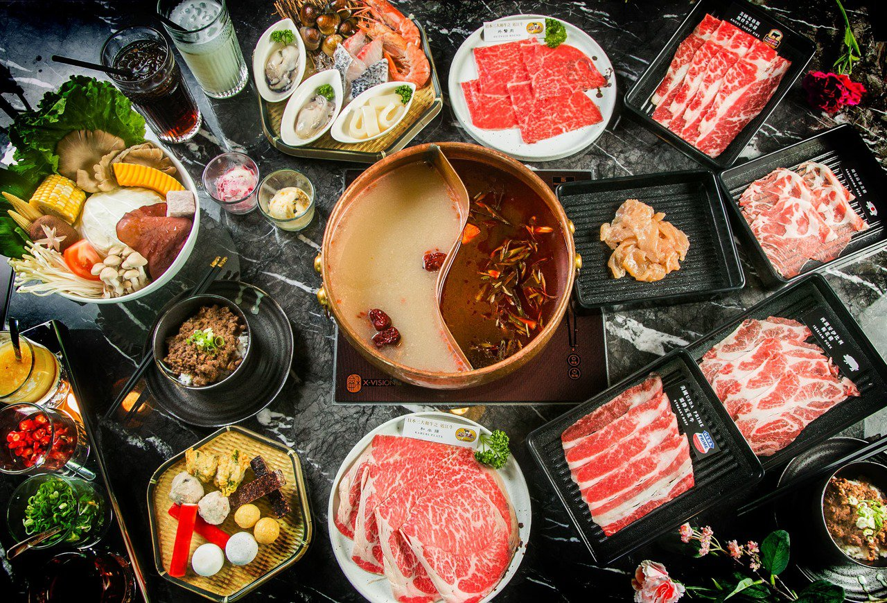 BEEF KING提供有多款日本A5和牛吃到飽的套餐方案。圖/BEEF KING...