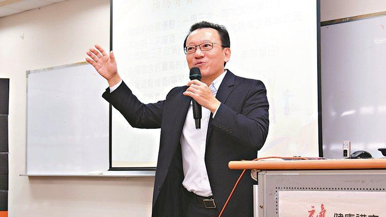 中山醫學大學附設醫院骨科部主任吳志隆 記者黃寅/攝影
