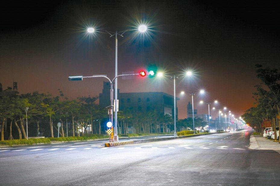 台中市6成路燈已更新為LED燈。 圖/台中新聞局提供
