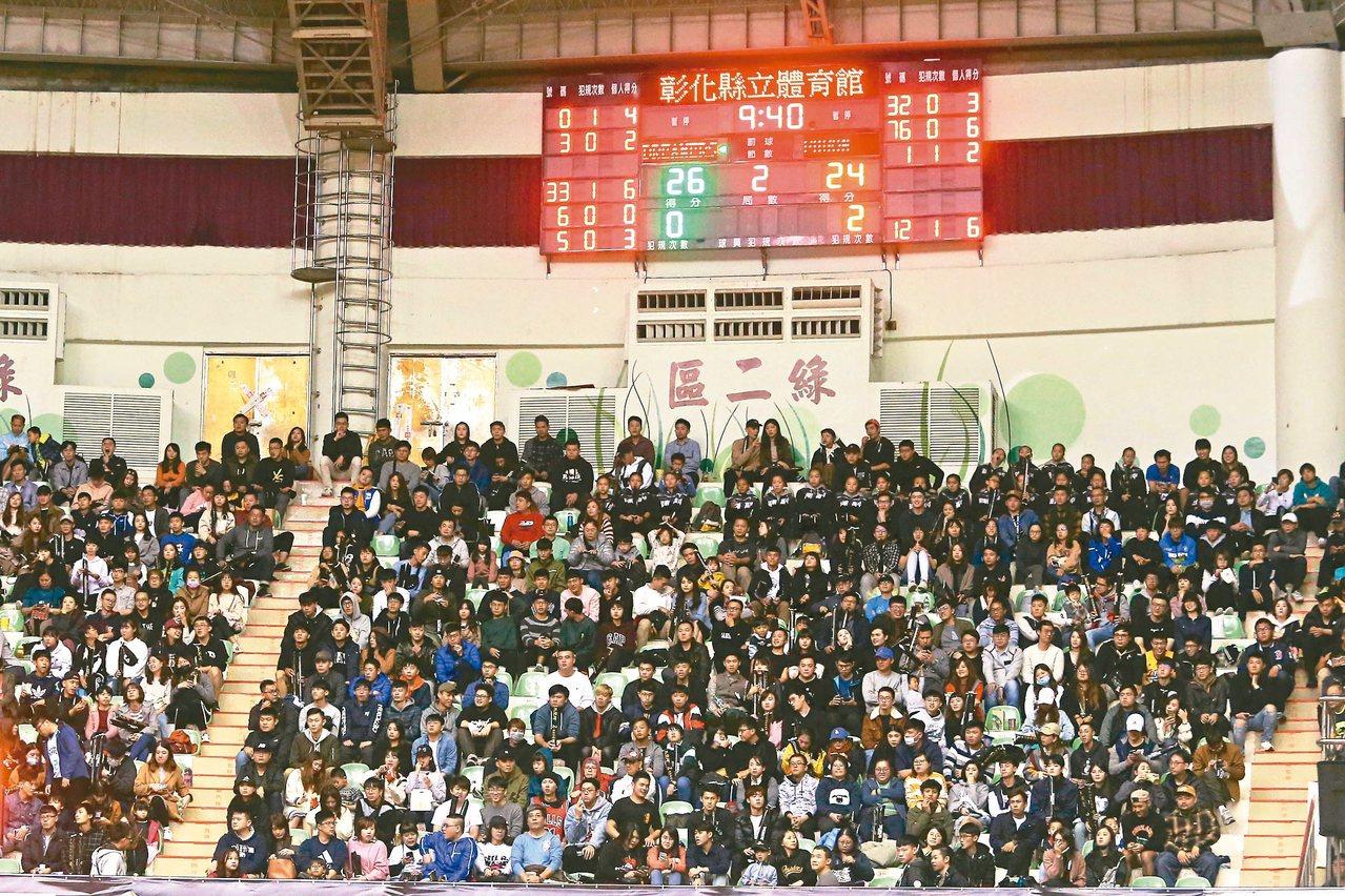 ABL台灣內戰,吸引了滿場的球迷到場看球。 記者黃仲裕/攝影