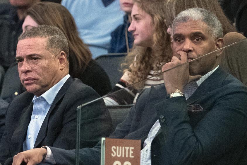 尼克除了開除教頭外,也計畫更動總裁米爾斯(右)的職位。 美聯社