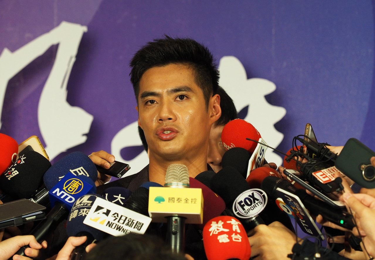 陳偉殷日前遭馬林魚釋出,返台時接受記者訪問,表達續留美職意願,即使是小聯盟約也可...