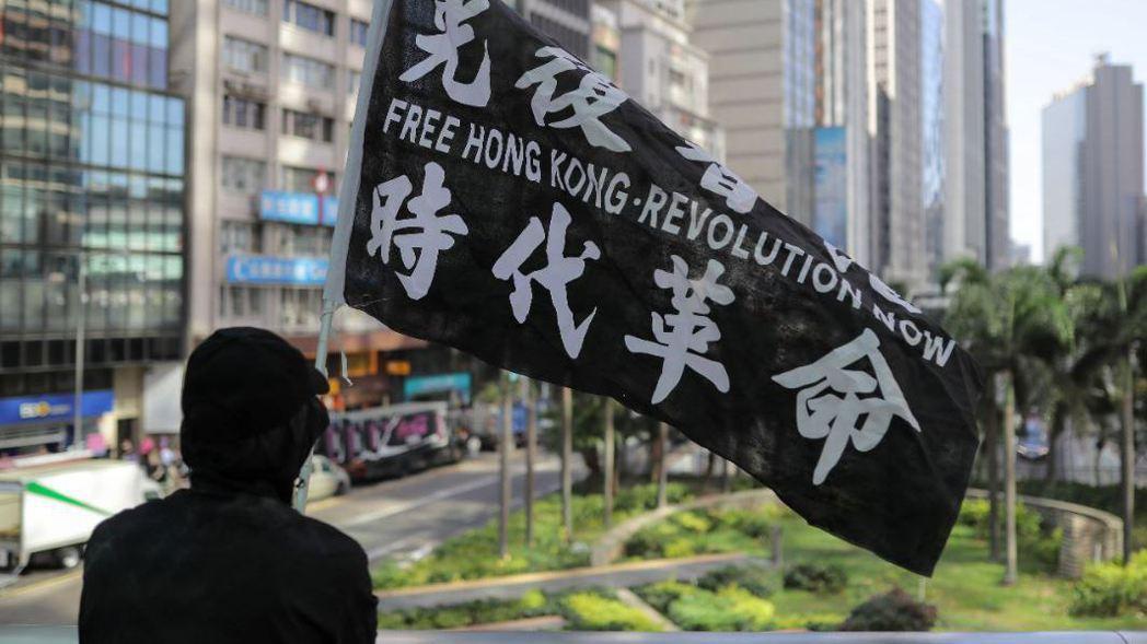 紐約時報報導,已有200多名香港反送中示威者潛逃至台灣。 (路透)