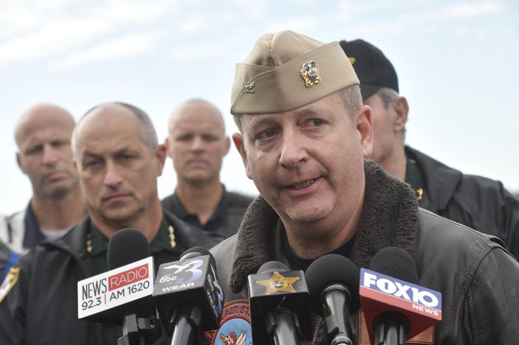 彭薩科拉海軍航空基地指揮官金塞拉6日在槍擊案後受訪。 (美聯社)