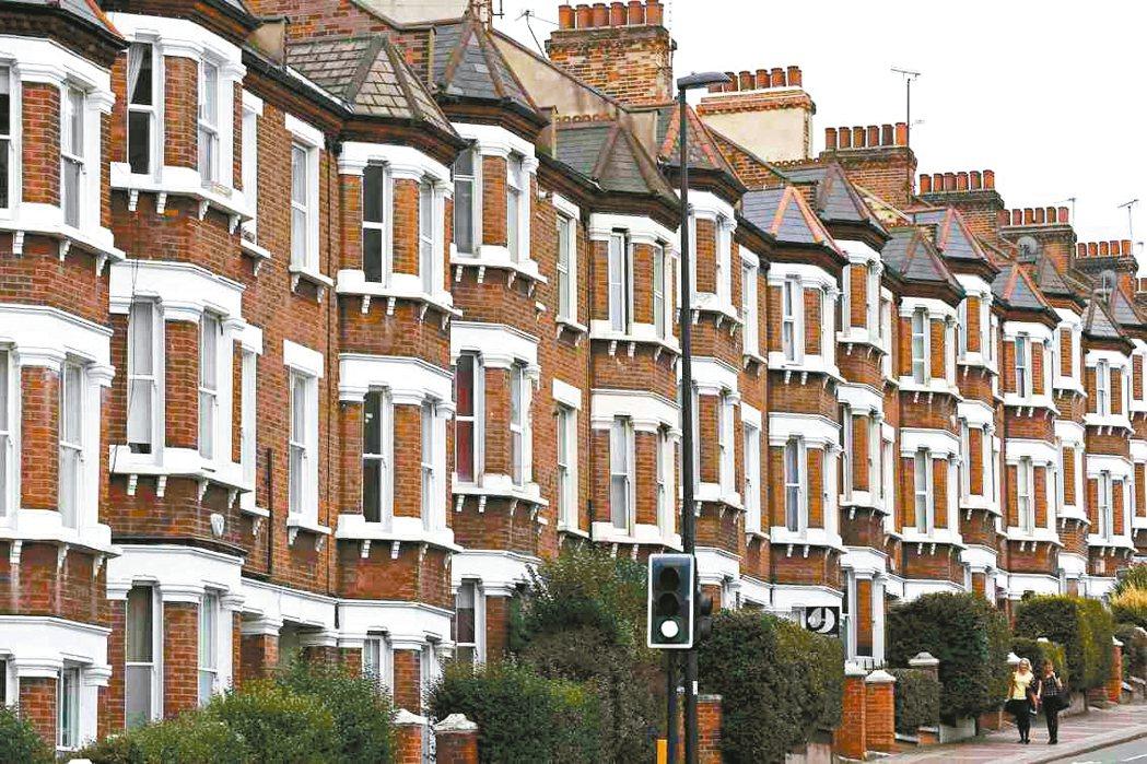 儘管英國脫歐和大選情勢仍不明朗,英國11月的房價已反彈。圖為倫敦住宅區。 路透