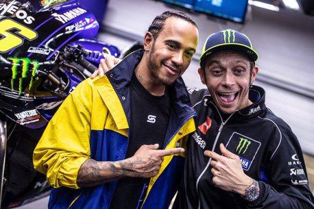 兩位世界冠軍要互換車輛?Rossi和Hamilton的換車挑戰12/9開跑!