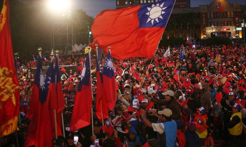 2020總統大選進入決戰期。 圖為7日國民黨總統與新竹縣立委聯合競選總部成立大會,吸引爆滿支持者到場加油。記者蘇健忠/攝影