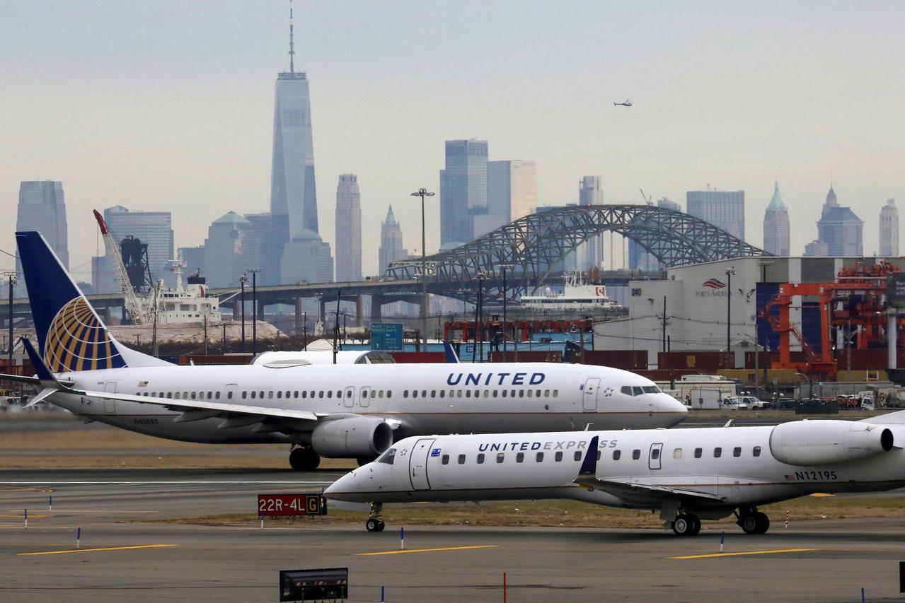 一名女乘客表示,搭乘聯航客機時在機上遭蠍子螫傷。路透