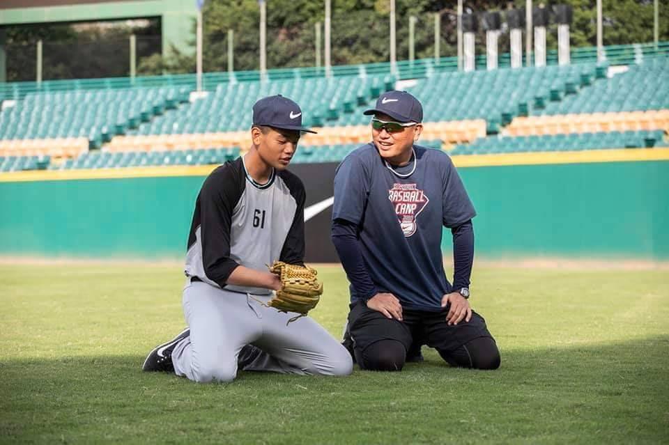 曹竣崵(右)、曹祐齊先後走上棒球之路,父子倆感情很好。圖/曹竣崵提供