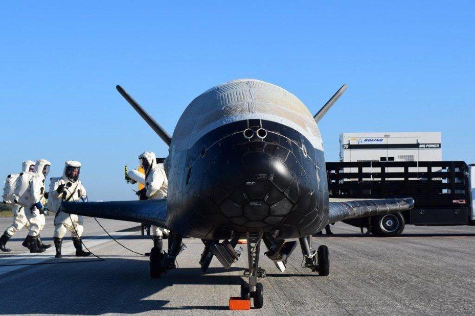 美國國會議員和白宮傳出幾近達成協議,將通過組建「太空部隊」為第六軍種,換取讓聯邦政府員工享有12周有薪育嬰假。圖為美國空軍的太空計畫。歐新社