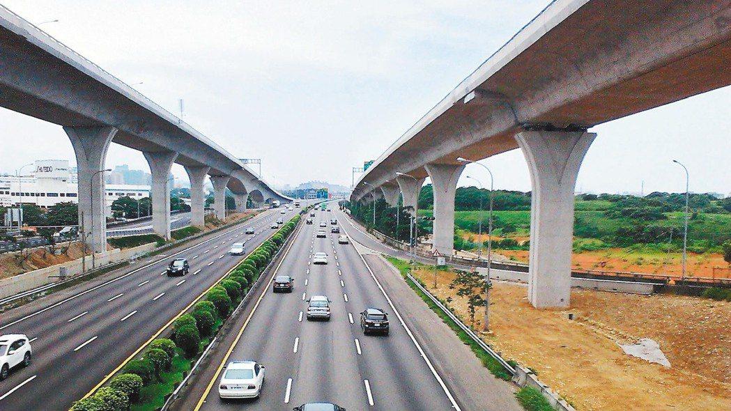 五楊高架通車以後,交通分流功能顯現。 報系資料照