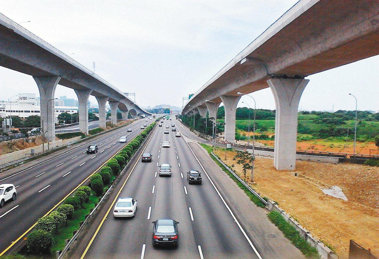 五楊高架通車以後,交通分流功能顯現。本報資料照片