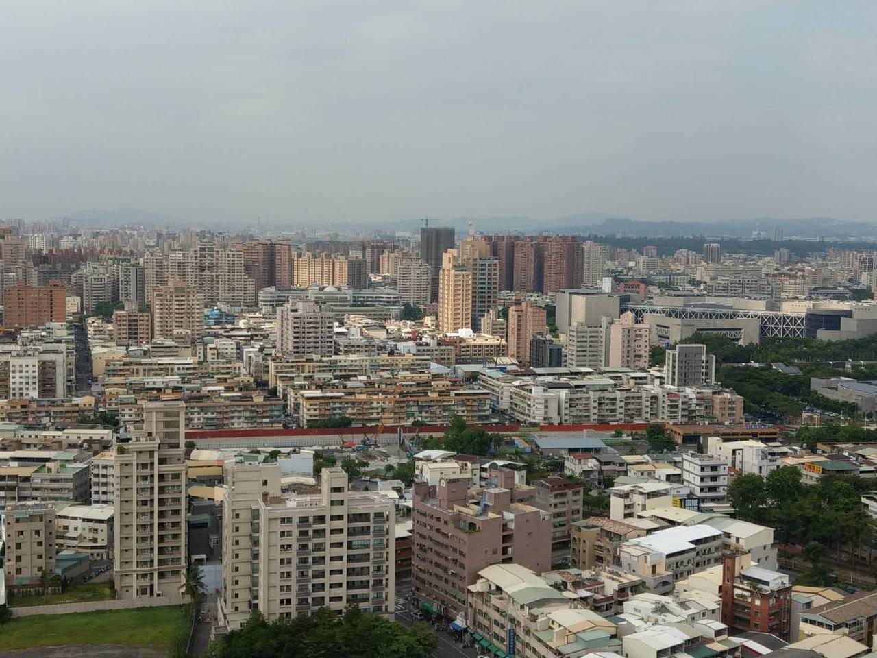 高雄市都發局說,目前高雄市規畫的住宅政策,是以市民「需求」為導向。因應市民就業、...