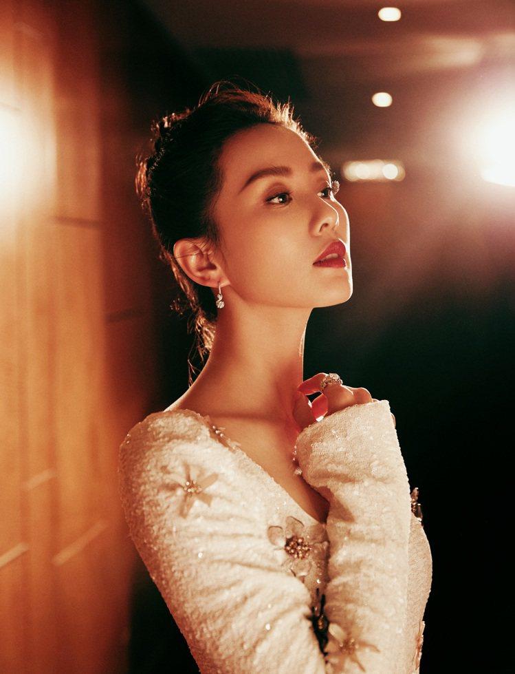 女星劉詩詩演繹De Beers Adonis Rose系列高級珠寶。圖/De B...