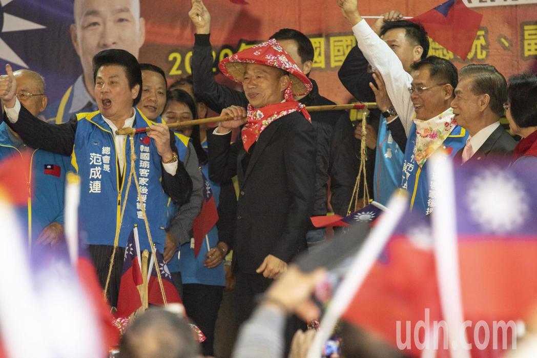 國民黨總統候選人韓國瑜說,如果蔡英文繼續連任,未來4年台灣人民選出哪4個字,他現...
