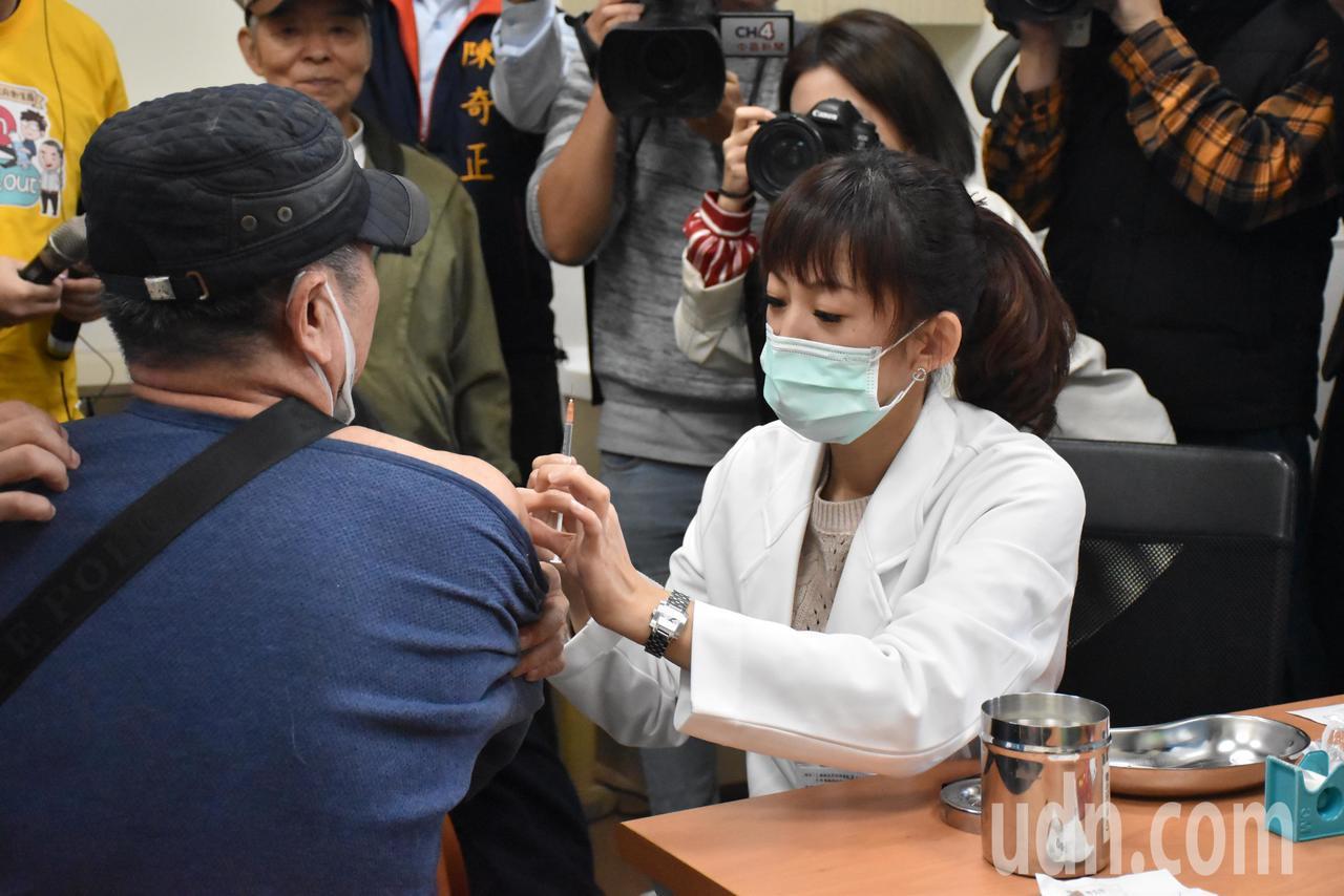 衛生局表示,肺炎鏈球菌可引起中耳炎、嚴重肺炎、腦膜炎、敗血症,病情如果快速惡化甚...
