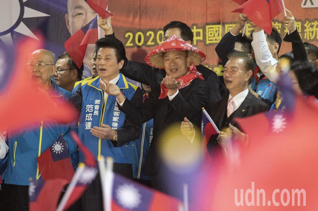 國民黨總統候選人韓國瑜今上午出席客家後援會,並在致詞時發出「第三支穿雲箭」。記者...