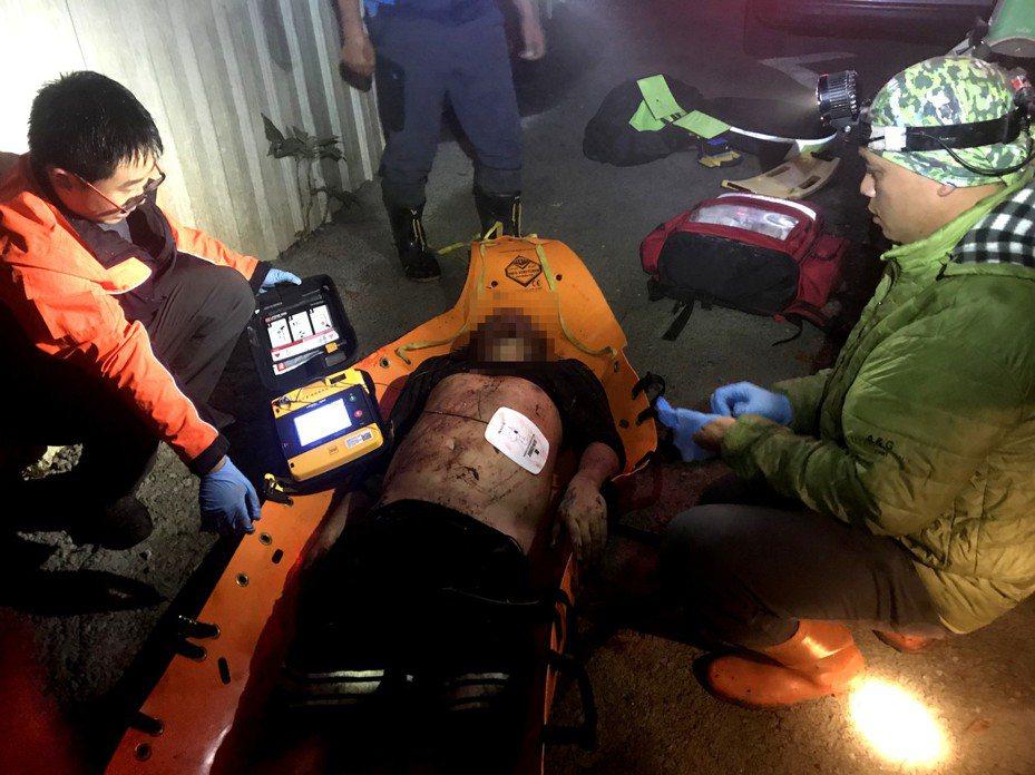 南投縣合歡山公路2昨發生車輛墜谷釀1死2傷,經調查檢測,田男酒測值達0.61毫克,恐又是酒駕釀禍。圖/南投縣消防局提供