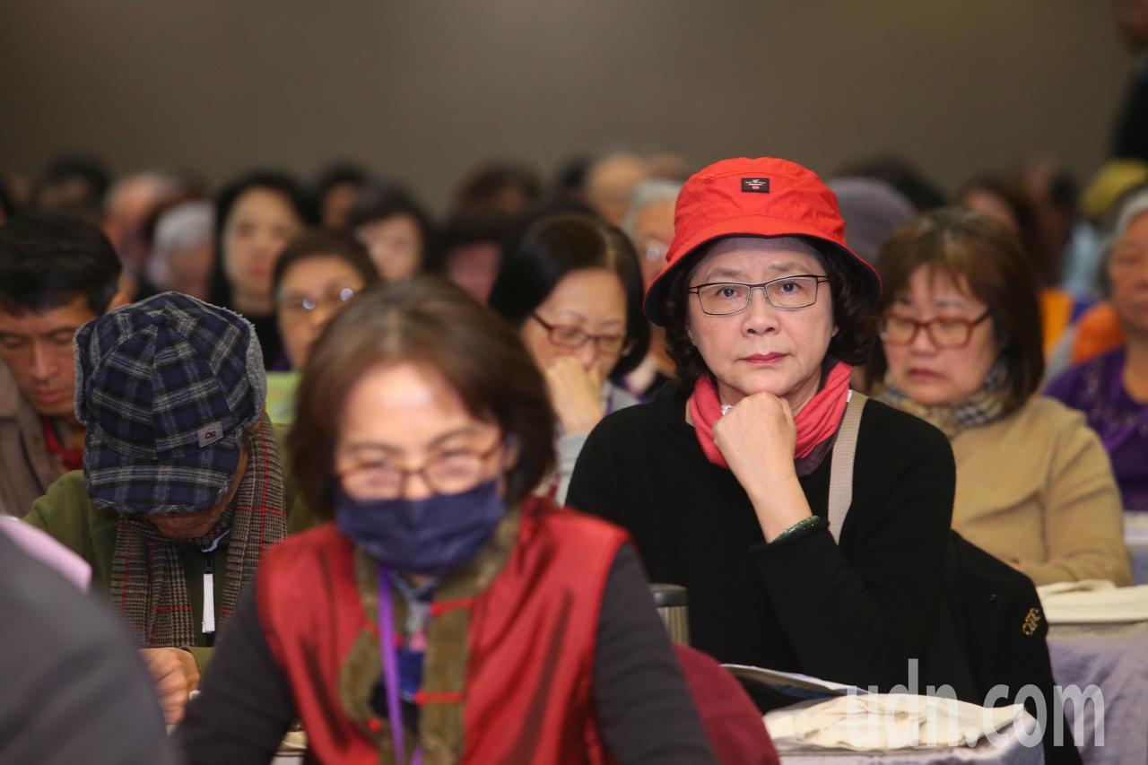 桃園失智論壇今吸引逾300名民眾參與。 記者葉信菉/攝影