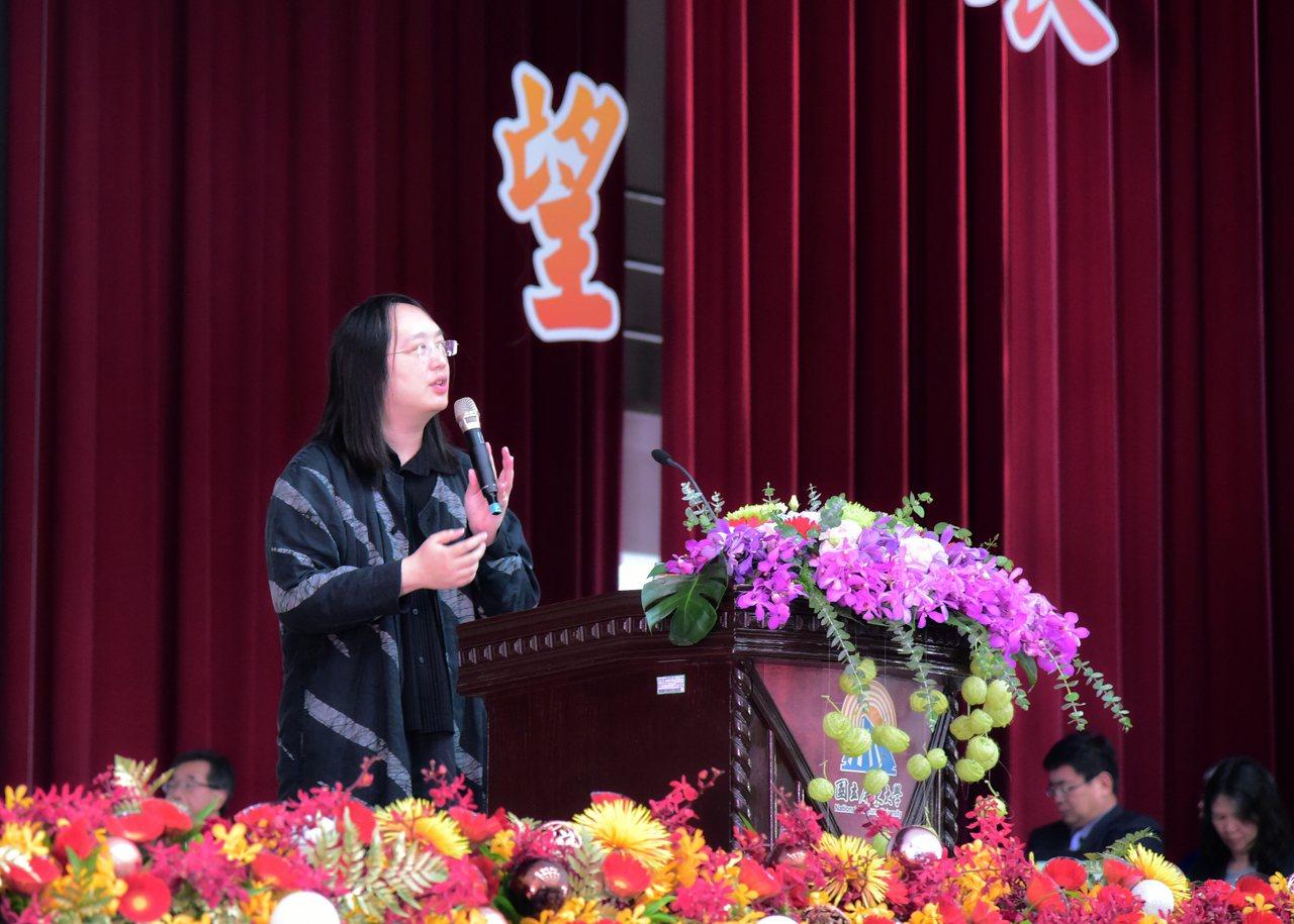 政務委員唐鳳今天在屏東大學演講時說,針對網軍帶風向,政府有責任在不影響新聞自由的...