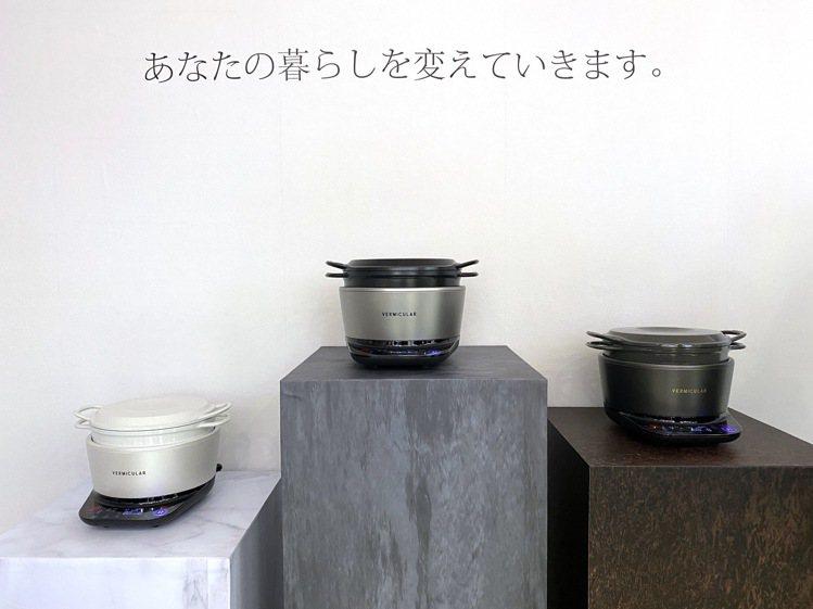 Vermicular IH電子鑄鐵鍋,提供海鹽白、飛魚銀、松露黑三色。記者黃筱晴...