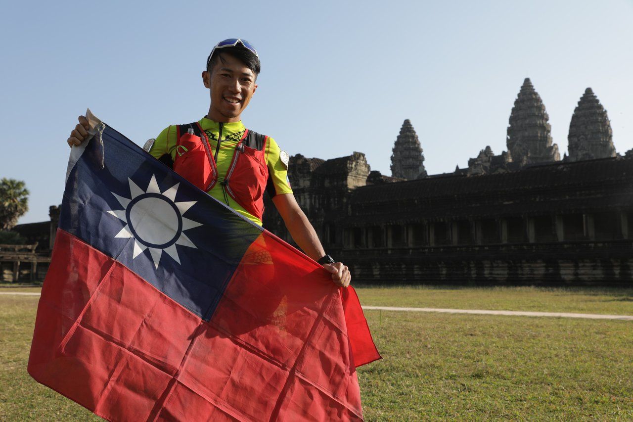陳彥博在柬埔寨220公里超馬賽獲得冠軍。圖/陳彥博提供