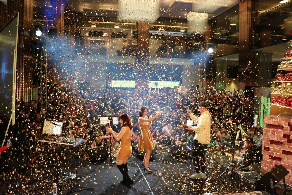 新竹豐邑喜來登大飯店於12月31日晚間推出「螢接2020跨年派對」,開放民眾自由...
