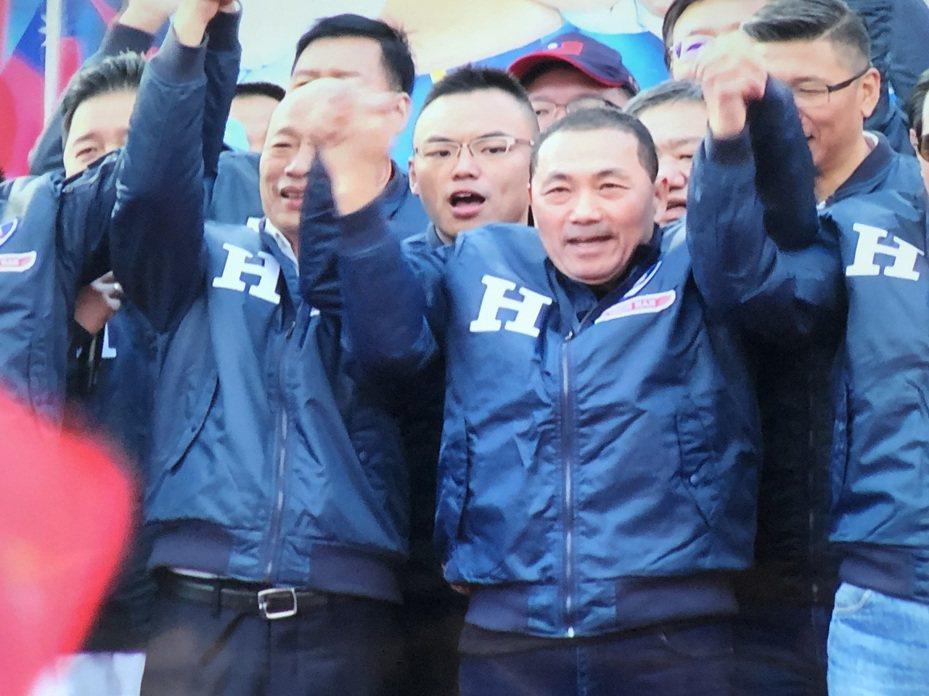 國民黨總統候選人韓國瑜(左)表示,從來沒有邀請侯友宜擔任新北市競選總部主委。記者王敏旭/翻攝