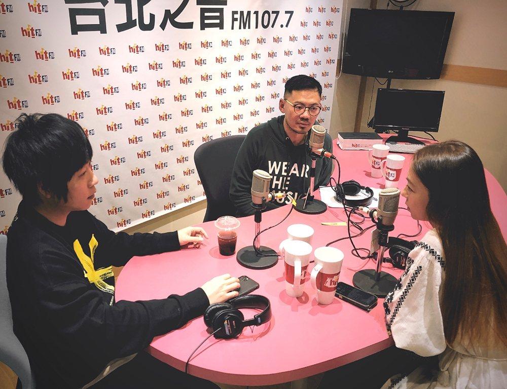 葛大為(中)邀來五月天阿信(左)、陳綺貞暢聊創作人生。圖/Hit Fm提供