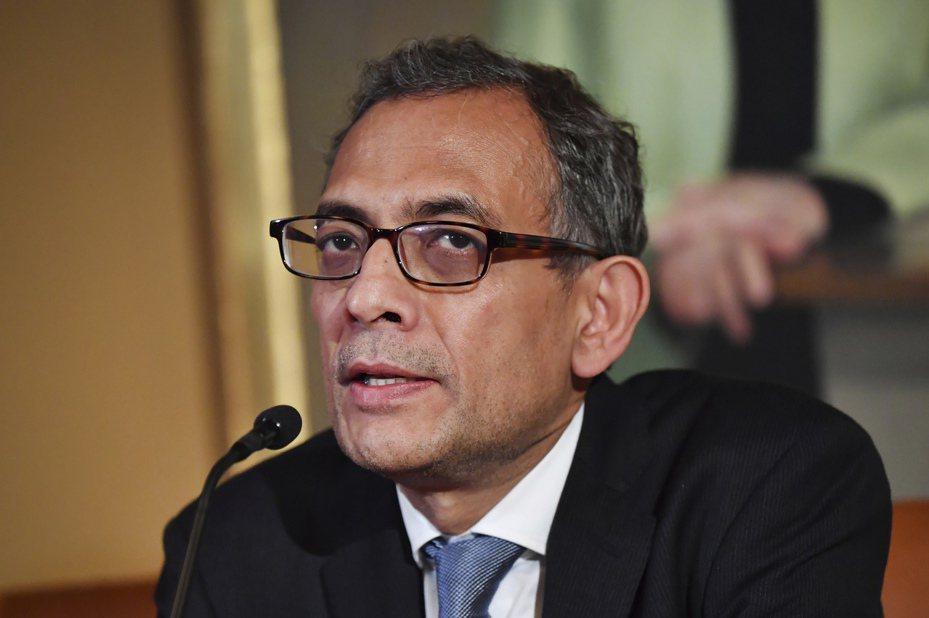 2019年諾貝爾經濟學獎得主巴納吉(Abhijit Banerjee)表示,如果美國想解決貧窮問題,必須先大幅調高稅率。(圖/美聯社)