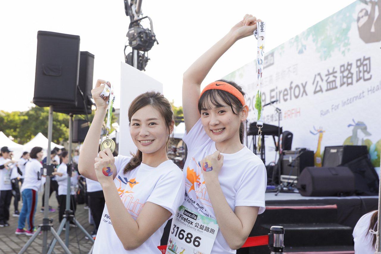 2019 Firefox 公益路跑力邀「甜心主播」詹可旬 (左)、「籃球女孩」洗...