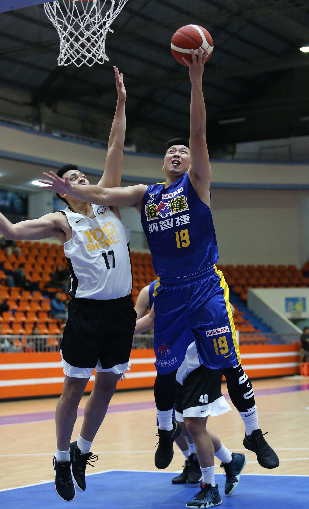 裕隆隊新成員林宜輝(右)。圖/中華籃球協會提供