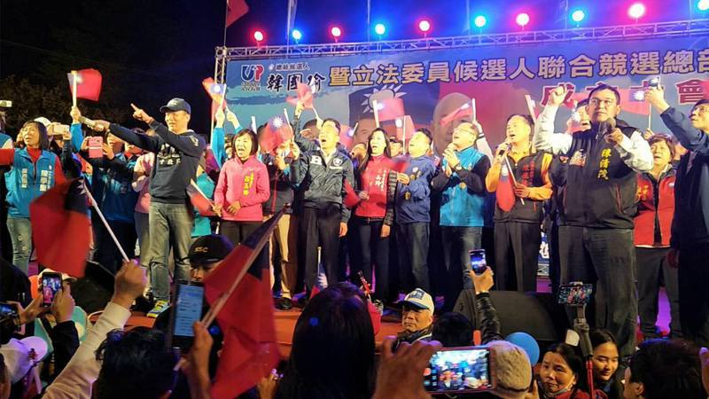 國民黨總統提名參選人韓國瑜今天晚上參加桃園市6名黨籍立委參選人聯合造勢活動。記者曾增勳/攝影