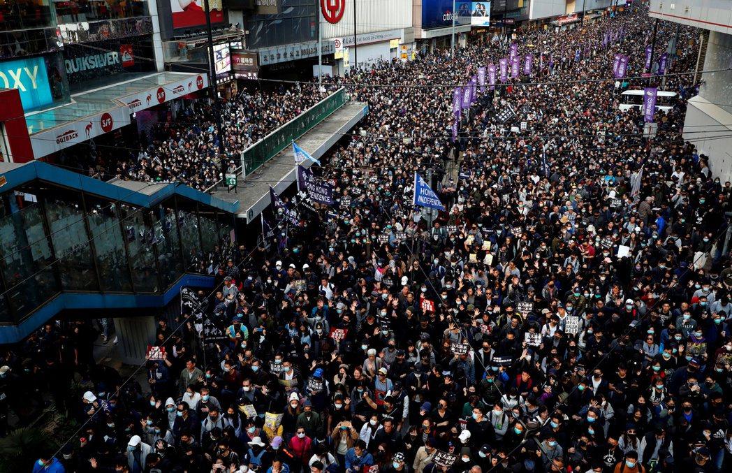 香港民陣晚上宣布,今天下午舉行的「國際人權日」大遊行共有80萬人參與遊行。而香港...