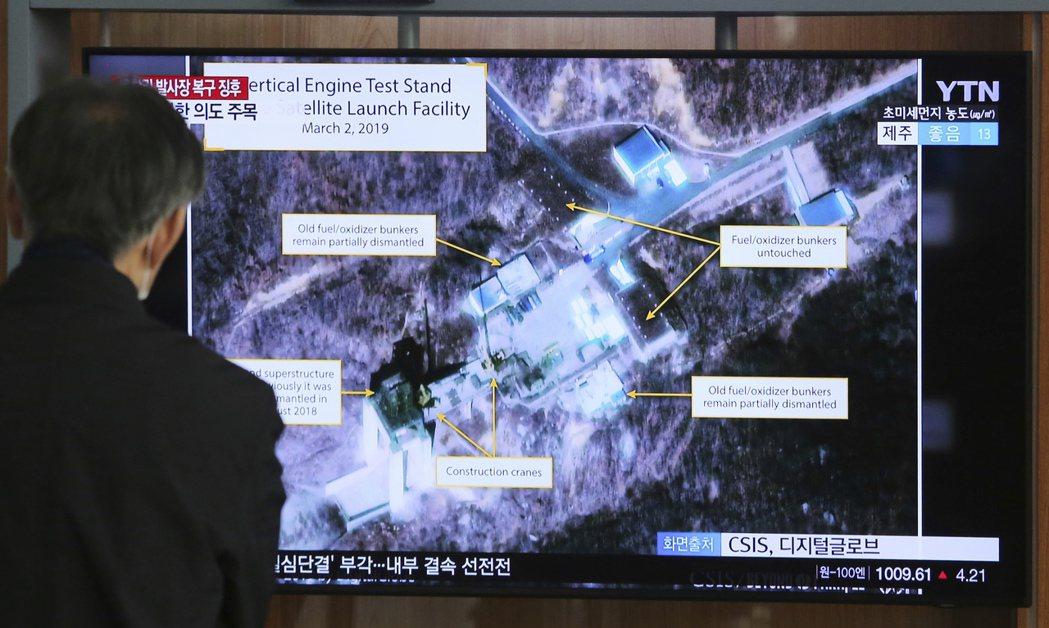 北韓八日宣布,七日在西海衛星發射場成功進行測試。圖為今年三月,首爾火車站電視播出...