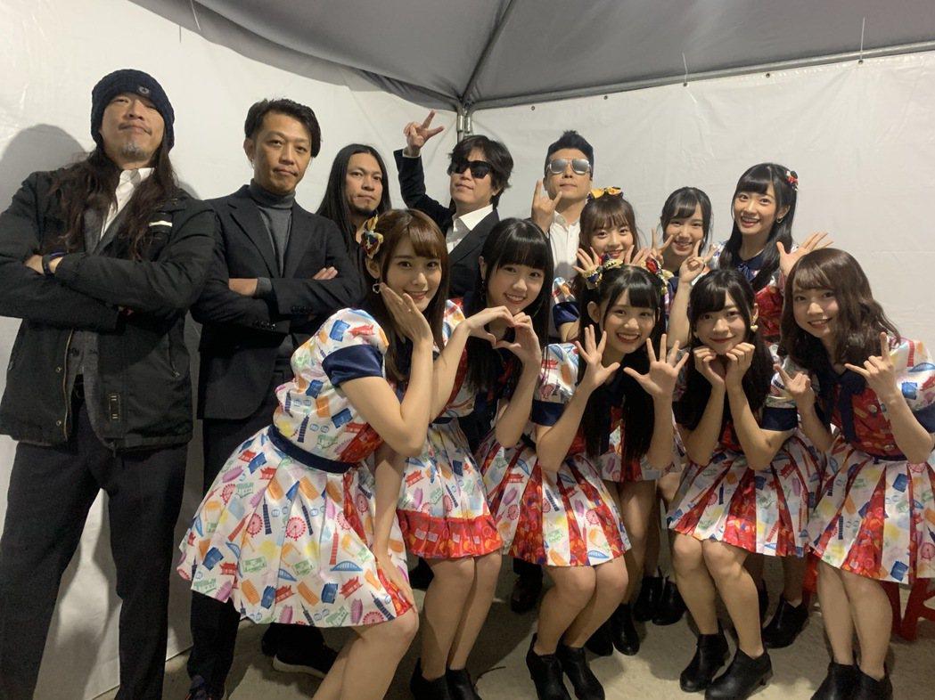 董事長樂團和「AKB48 Team TP」合作獻唱。圖/新視紀整合行銷提供