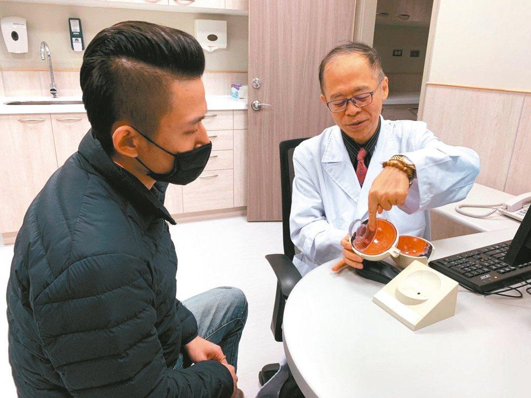 中國醫藥大學新竹附設醫院眼科主任陳瑩山(右)指出,來看診的竹科工程師,10個中就...